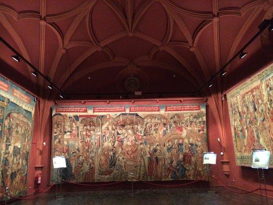 Museo De Tapices Y Capitular De La Seo : Bello