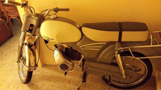 Ouzeri Lesvos: An old Zundapp bike!!