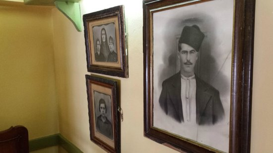 Ouzeri Lesvos: Old paintings!