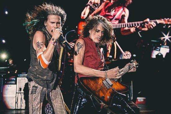 Hollywood Casino Amphitheater: Aerosmith rocking it out!