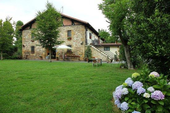 Casa Rural Jesuskoa: Fachada lateral