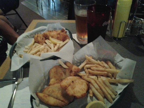 Shotmakers Sports Bar & Grill: Friday fish fry...