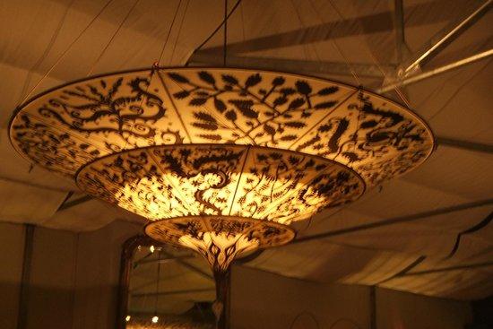 NH Groningen Hotel de Ville: lamp bij de bar