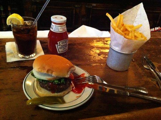 P.J. Clarke's : Hamburguesa en barra