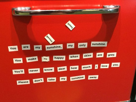 Country Music Hall of Fame and Museum : Old time refrigerator displayed with messages
