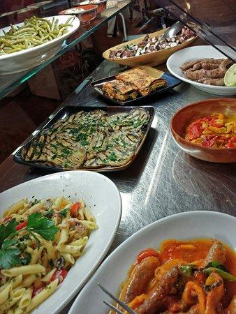 Moltissimo Buonissimo dallo Chef: Assortimento gastronomico di primi e secondi piatti di carne e pesce, contorni vari caldi o fred