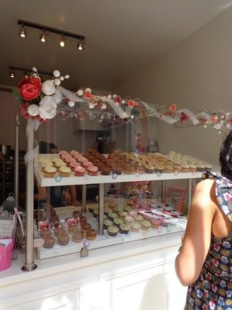 Bertie's CupCakery : Inside the store.