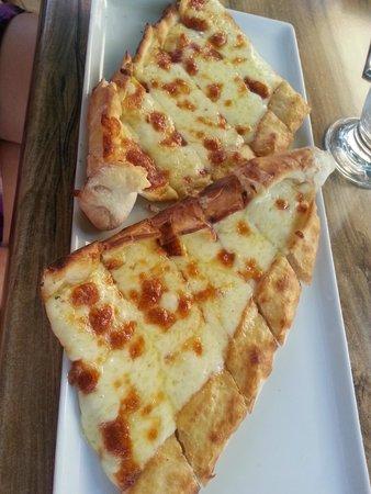 Enistenin Yeri : Пиде с сыром или Пейнирли пиде