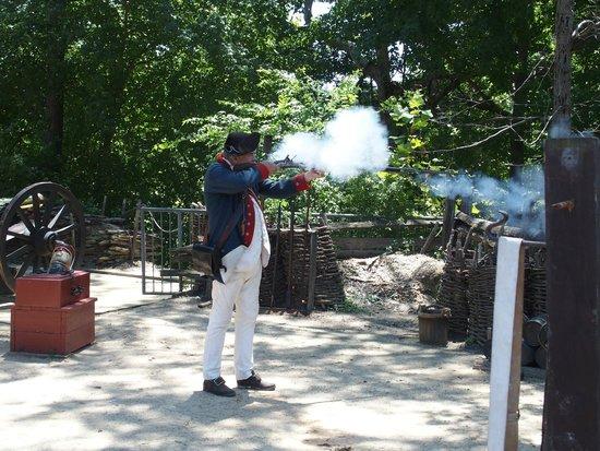 American Revolution Museum at Yorktown: Firing a musket