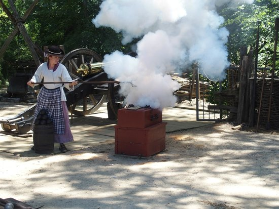 American Revolution Museum at Yorktown: Demonstrating the mortar