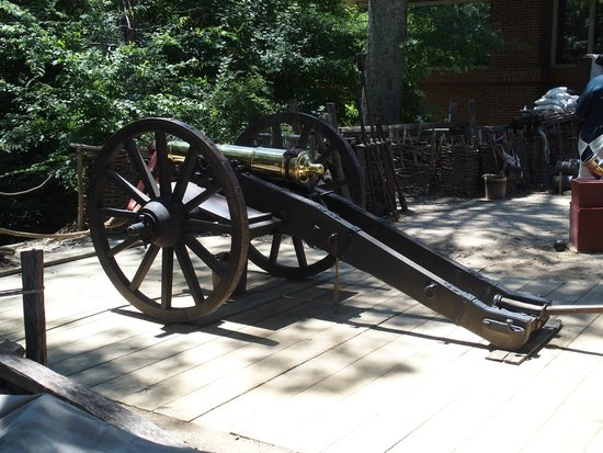 American Revolution Museum at Yorktown: Cannon exibit