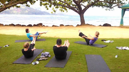 Hanalei Bay Resort : Pilates class on the beach at the St. Regis Princeville Resort