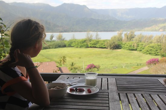 Hanalei Bay Resort : Breakfast on unit 4302's balcony