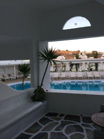 Petinos Beach Hotel: Petinos Beach Family Suite patio view