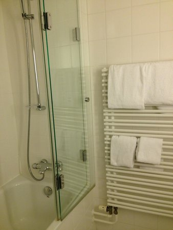Hotel Mercure Munich Altstadt: Bathroom