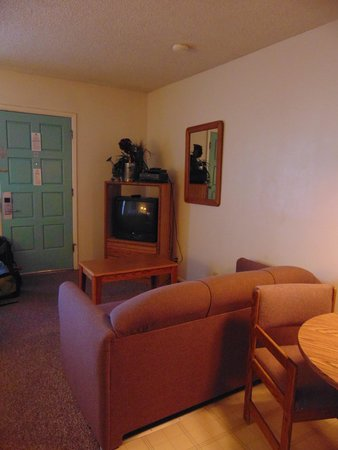 Americas Best Value Lamplighter Inn of Santa Fe: room
