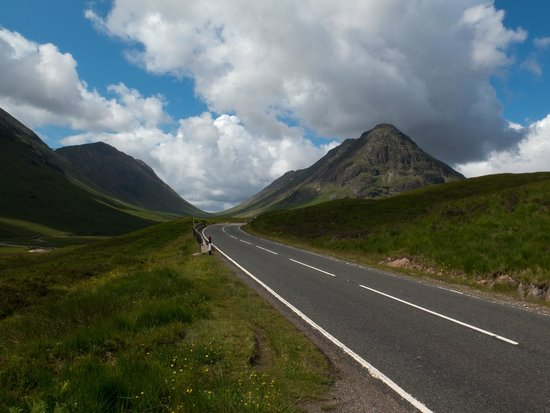 Morvich B&B: The A82 heading into Glencoe