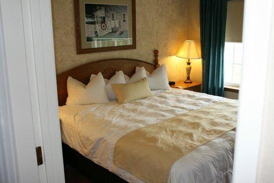 The Van Buren Hotel at Shipshewana : King Suite