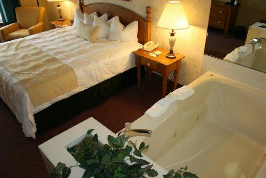 The Van Buren Hotel at Shipshewana : Whirlpool Suite