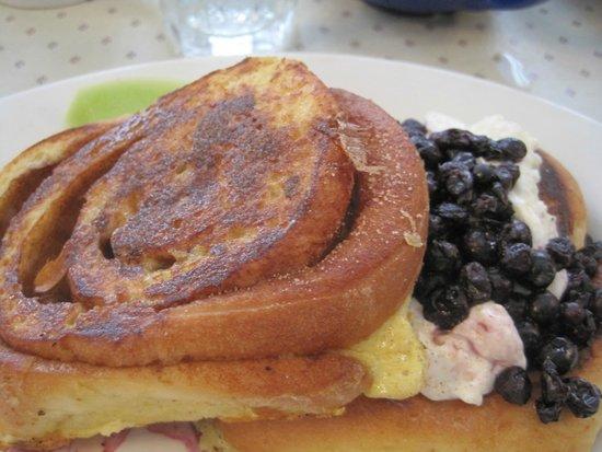 Harborside Tavern : blueberry stuffed toast