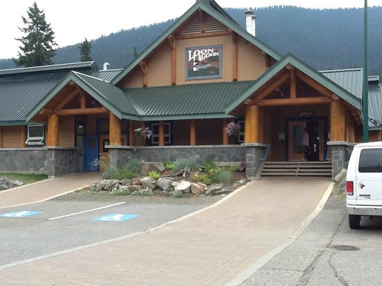 Manning Park Resort: Rec Centre (pool, hot tubs, saunas, showers).