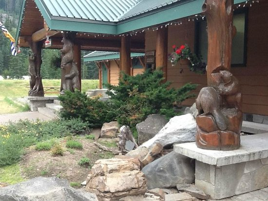 Manning Park Resort: Restaurant, coffee shop, store.