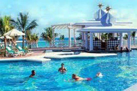 ClubHotel Riu Ocho Rios : pool bar