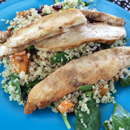 The Breakfast Club at Ola Lola's : Quinoa Salad with Chicken