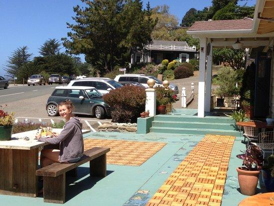 The Jenner Inn: Eating outside!!