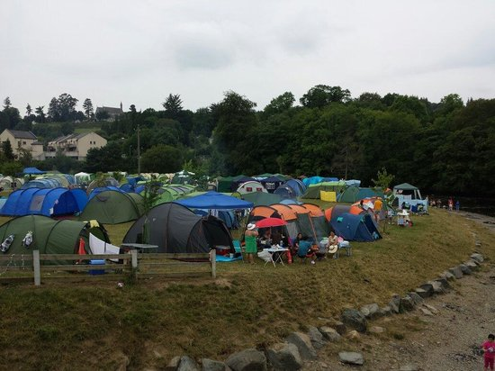 Hidden Valley Holiday Park: Tents side