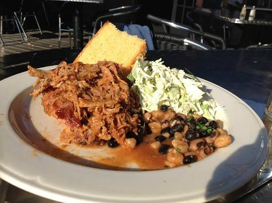 Stonecat Cafe: pulled pork dinner -- yum!