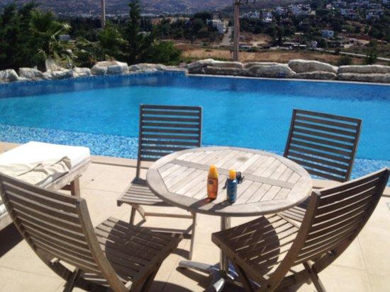 """Sianji Wellbeing Resort : Villa pool view avec """"Le dit"""" pylône gênant pour certains mais en aucun cas pour nous"""