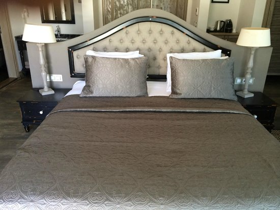 Yacht Classic Hotel: BED