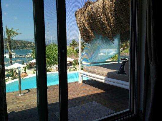 Yacht Classic Hotel: Water Villa's outside lounge