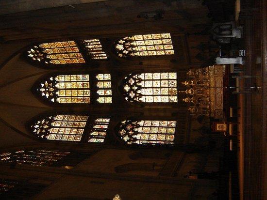 Dom St. Peter: belos vitrais