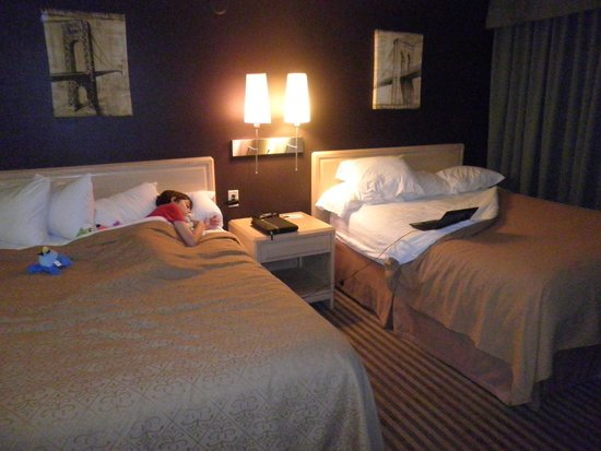 Quality Hotel Fallsview Cascade: Fast Asleep in or room #402