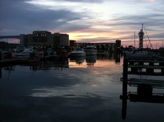 Sheraton Erie Bayfront Hotel : hotel and marina