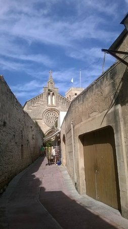 Alcudia Old Town : church