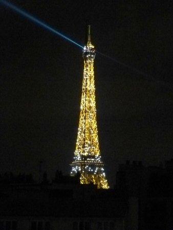 Ibis Tour Eiffel Cambronne: Vista nocturna desde la habitación