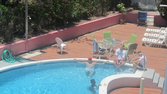 Bell Channel Inn: Looking down at the pool area