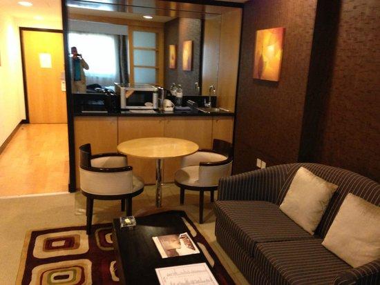 Savoy Suites Hotel Apartments: Suite