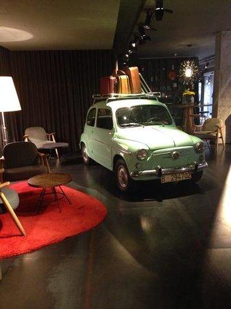 Chic & Basic Ramblas: lobby dell'hotel
