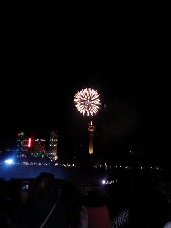 Super 8 - Niagara Falls / Buffalo: Fireworks over the falls