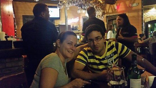 Tony Roma's: Mayra y Marcos en Tony Romas