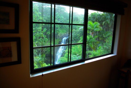 The Inn at Kulaniapia Falls : falls from bedroom window