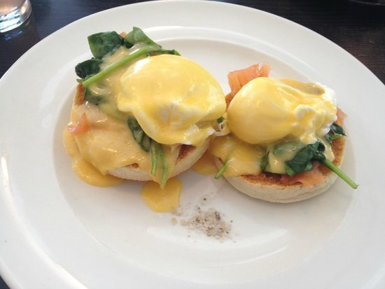 Jones the Grocer Khalidiya : Jones the Grocer salmon eggs benedict