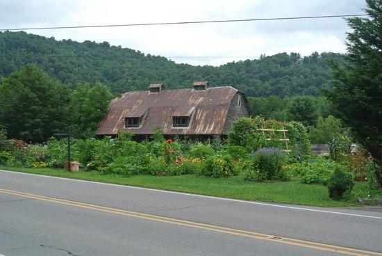 The Mast Farm Inn: Barn and gardens across the road