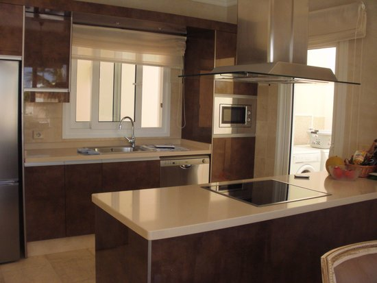 Alondra Villas & Suites : Kitchen with everything you need