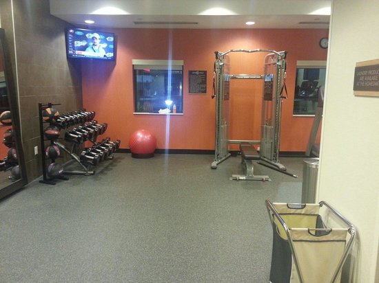 Home2 Suites by Hilton Fargo: Free weights, machine and weighted balls.