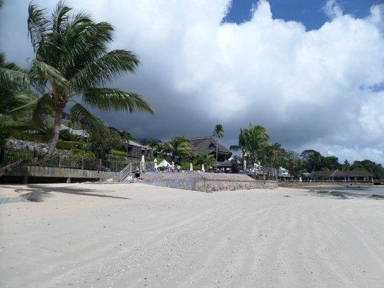 Le Meridien Fisherman's Cove: Vue de l'hôtel depuis la plage